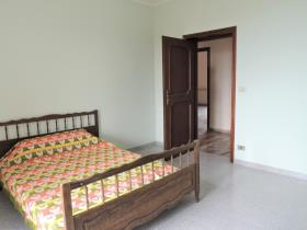 Image No.33-3 Bed Apartment for sale