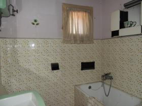 Image No.32-4 Bed Property for sale