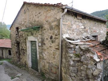 AZ-Italian-Properties-Sercognano-Lunigiana--1-
