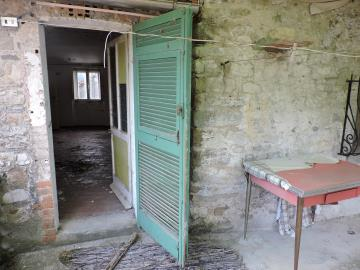 AZ-Italian-Properties-Sercognano-Lunigiana--15-