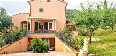 AZ-Italian-Properties-Sarzana-Semidetached-outside