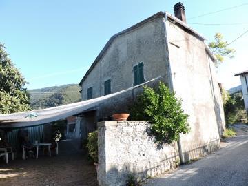 AZ-Italian-Properties-Fosdinovo--3-