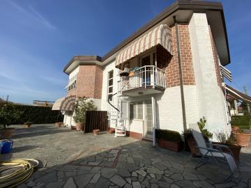 AZ-Italian-Properties-Sarzana-Detached-House-two-flats--29-
