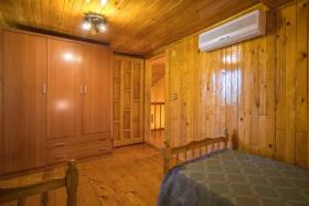 Image No.10-6 Bed Chalet for sale