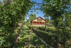 Image No.22-6 Bed Chalet for sale
