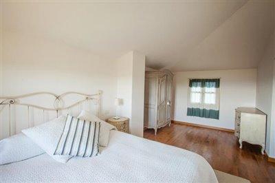 16-Main-Bedroom