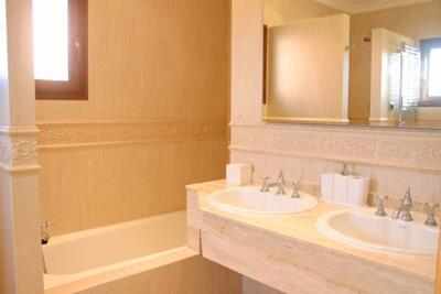 DSG-29-Powderhorn-Bathroom1-S-1024x683