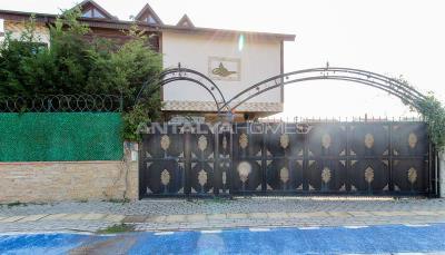 spacious-villa-in-bursa-nilufer-with-well-designed-garden-008