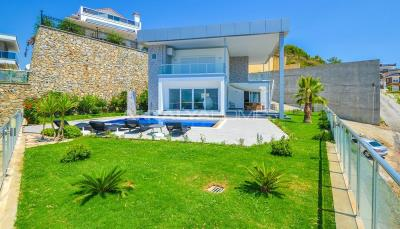 furnished-luxury-villa-with-nature-and-sea-view-in-alanya-001