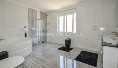 furnished-luxury-villa-with-nature-and-sea-view-in-alanya-interior-006