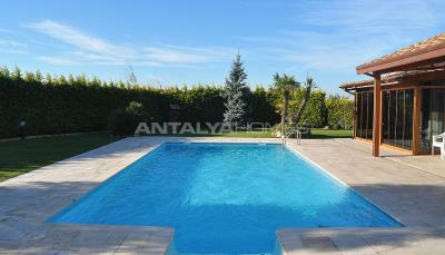 detached-villas-with-private-pool-and-garden-in-istanbul-001