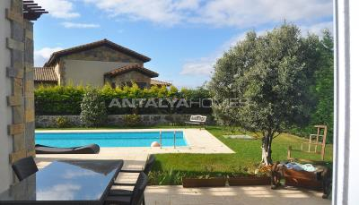 detached-villas-with-private-pool-and-garden-in-istanbul-008