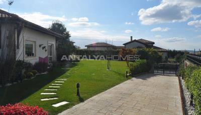 detached-villas-with-private-pool-and-garden-in-istanbul-012