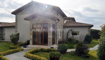 detached-villas-with-private-pool-and-garden-in-istanbul-020