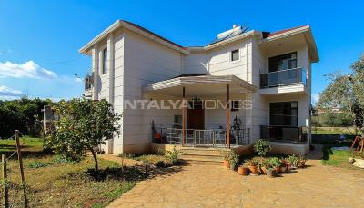 newly-renovated-villa-intertwined-with-nature-in-antalya-004