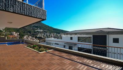sea-view-5-1-villa-in-alanya-with-rich-features-002