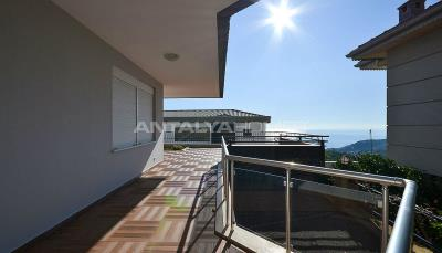sea-view-5-1-villa-in-alanya-with-rich-features-003