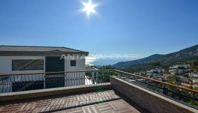 sea-view-5-1-villa-in-alanya-with-rich-features-004