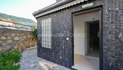 sea-view-5-1-villa-in-alanya-with-rich-features-005