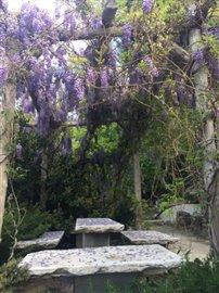 Garden-MarbleTable-Amphitheatre