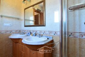 Image No.17-6 Bed Chalet for sale