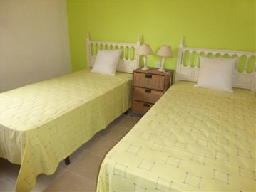 LS175-bedroom-Schlafzimmer-2-b