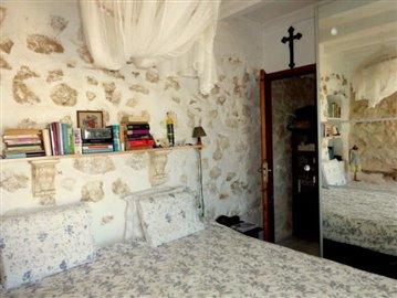 Pe139-bedroom-Schlafzimmer-1-b