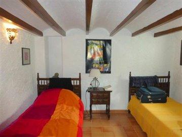 Pe320F-bedroom-Schlafzimmer-dormitorio-2