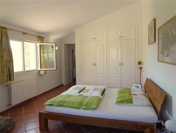 Alb430-Schlafzimmer-dormitorio-bedroom-1b