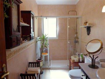 Ben175-A-Hauptbadezimmer-master-bathroom-bano-principal