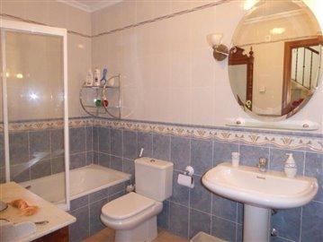 Ben175A-guest-bathroom-Gastebad-bano