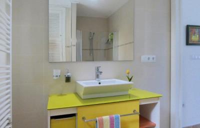 LS930-bathroom-guesthouse-Bad-Gastehaus