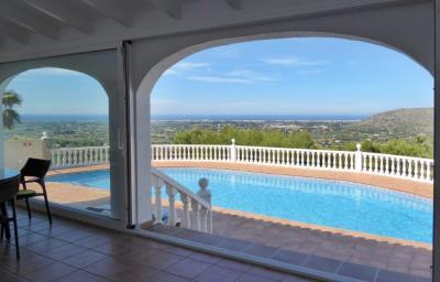 LS930-naya-Wintergarten-pool-sea-view-golf
