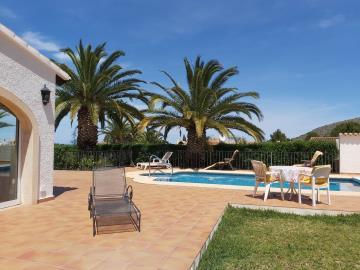 LS-449-terrace-pool-garden