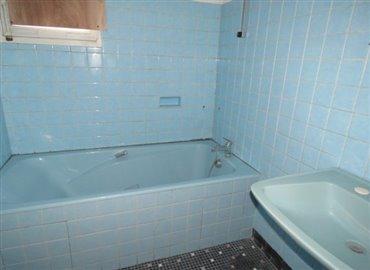 bathroom-reference-71104-640x467