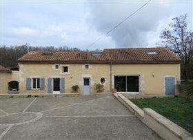 Image No.0-Maison de 4 chambres à vendre à Lussac-les-Châteaux