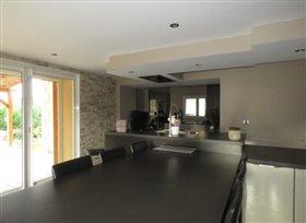 Image No.1-Maison de 4 chambres à vendre à Lussac-les-Châteaux