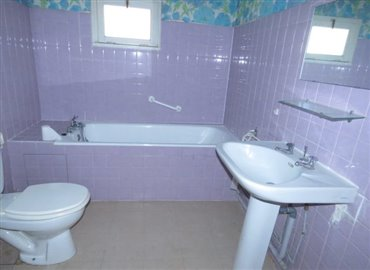 bathroom-reference-80801-640x467