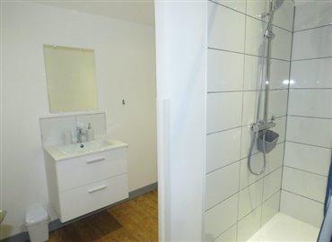 bathroom-4-reference-90808-640x467