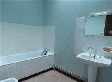 bathroom-reference-91104-640x467