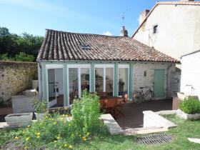 Image No.1-Chalet de 1 chambre à vendre à Montmorillon