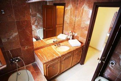 9--DP-38-Master-Bathroom
