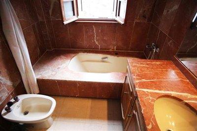 8--DP-38-Master-Bathroom