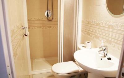 8-Patricia-25-Shower-room-1-1600x1200-1170x738