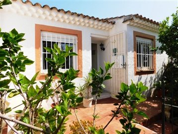 estate-agents-in-denia-front-of-house