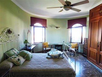 property-for-sale-in-denia-bedroom-6