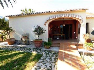 property-for-sale-in-denia-garden-2