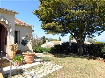 property-for-sale-in-denia-garden-3