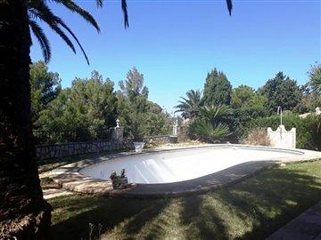property-for-sale-in-denia-pool