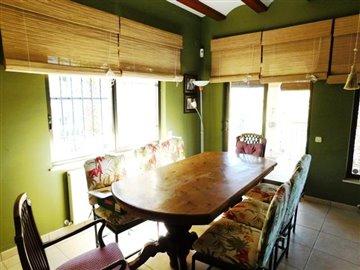 estate-agents-in-denia-dining-room